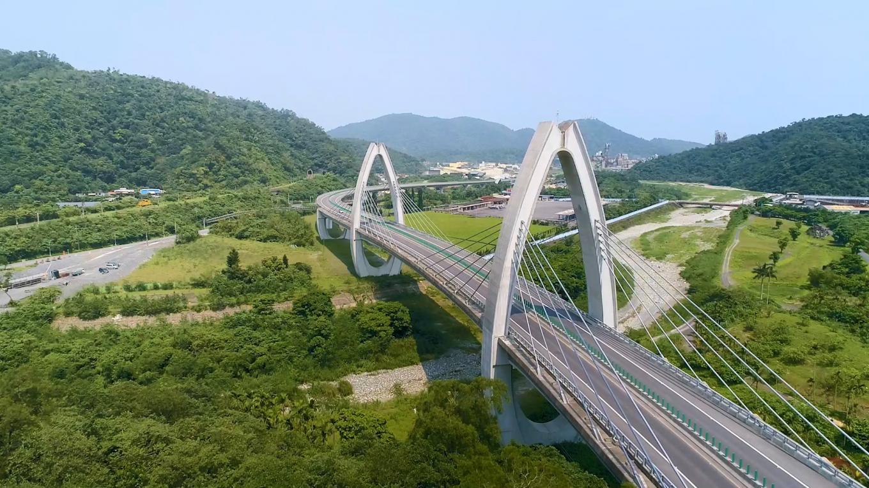 花蓮港:台九線上「蘇花改」計劃中,最北端的起點標案「白米脊背橋」。