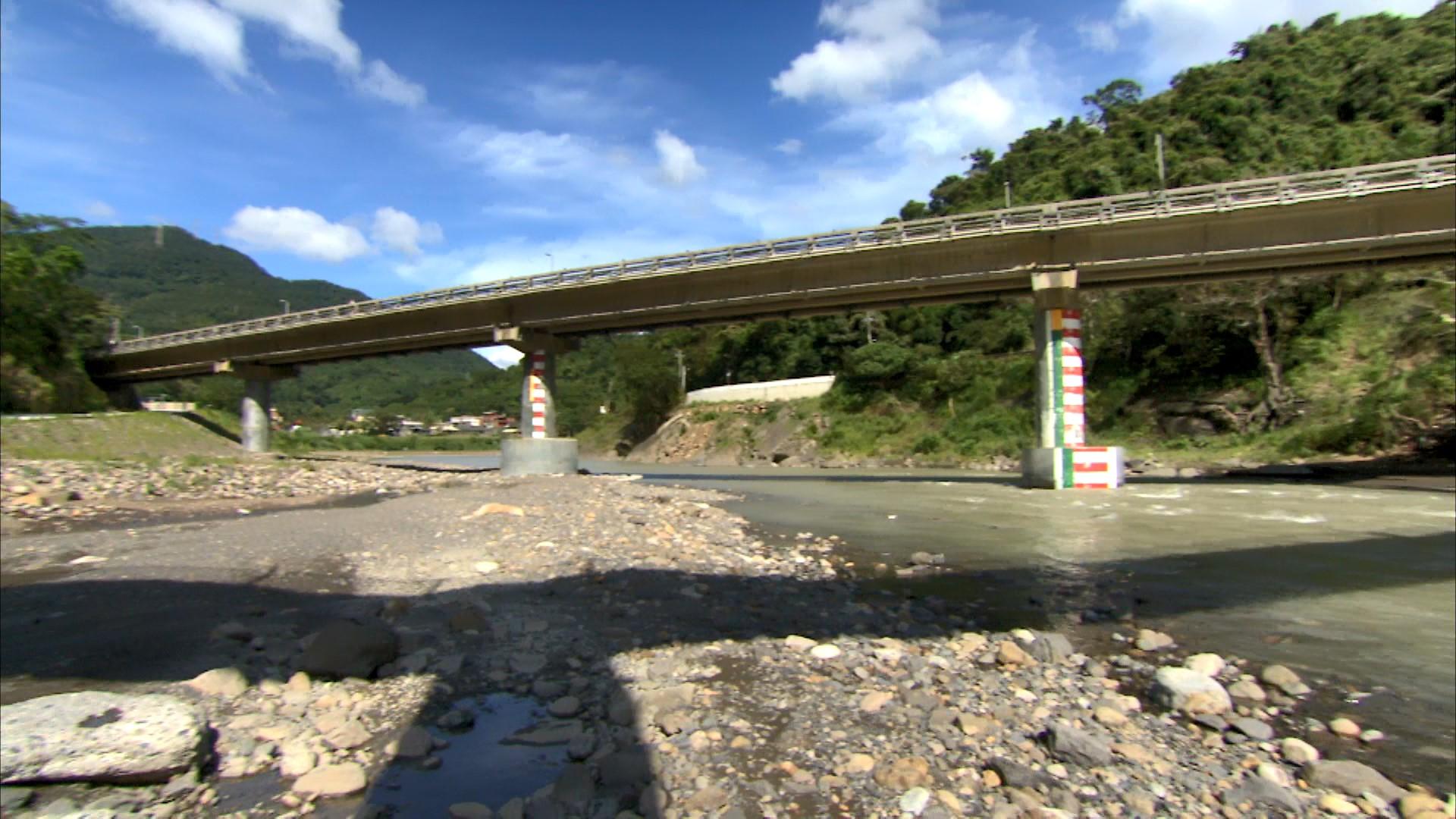 舊龜山電廠引水隧道倒虹吸管入口附近之上龜山橋