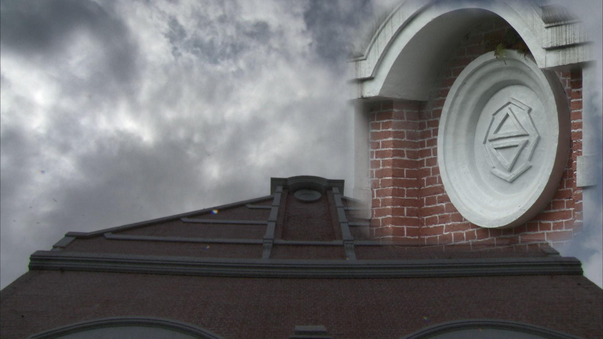 小粗坑電廠屋頂山牆上的台灣總督府台字徽飾