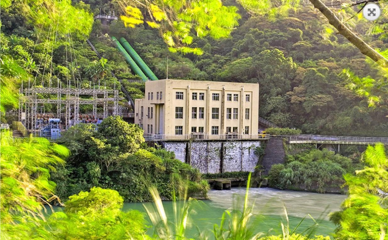 桂山電廠(新龜山): 1941 年 2 月完工運轉,1943 年舊龜山電廠隨即停止運轉使用, 「桂山(新龜山)發電廠」正式取代龜山發電廠