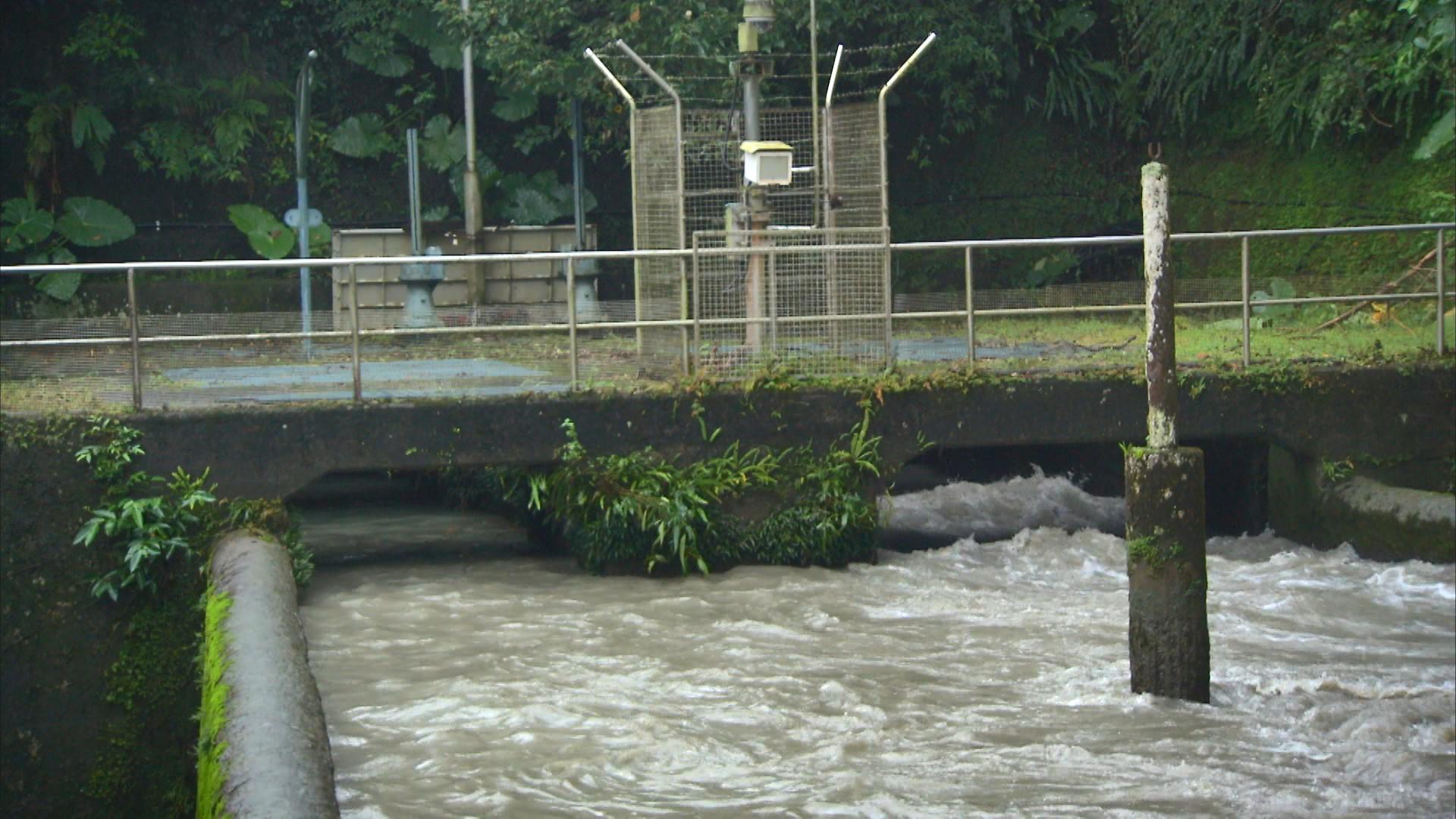 烏來電廠前池:烏來電廠有2個水源,分別是由桶後溪阿玉壩引來,及由南勢溪羅好壩引來的水源。