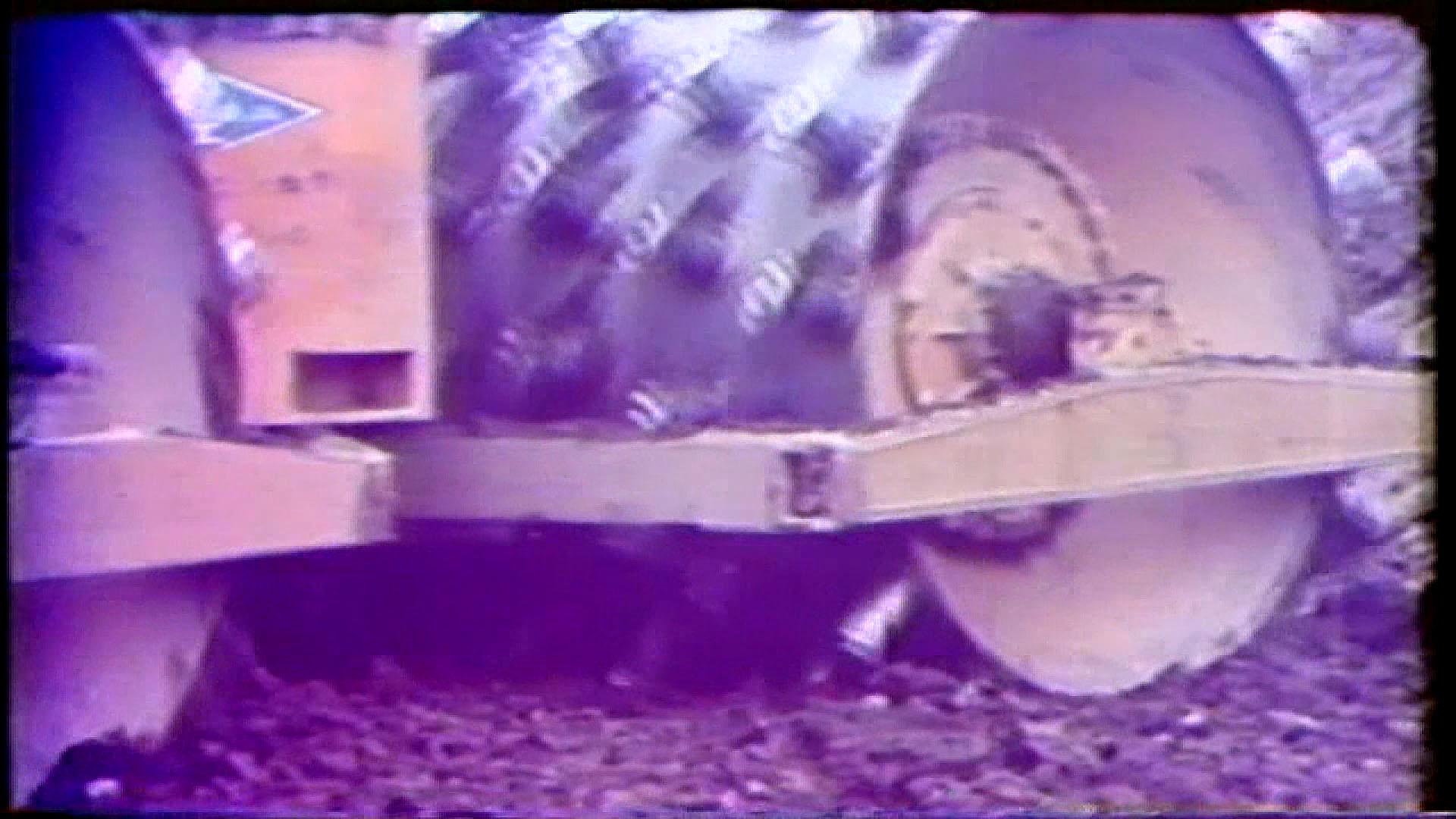 榮工處承建曾文水庫之使用自動雙輪羊角滾壓密基壓實地基