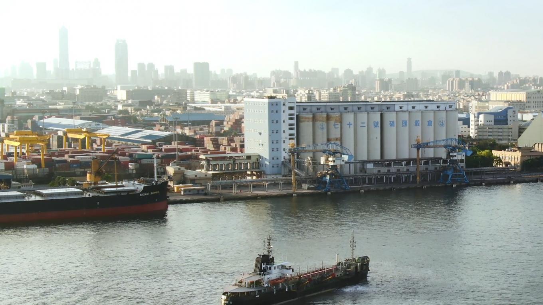 高雄港穀倉計畫:於1976年至1980年間建造,位於鄰近第三貨櫃中心,此一穀倉計畫係由於中島區之穀倉已不敷容納,水深亦不足以停靠3萬噸級以上船隻,