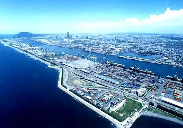 高雄港中興商港區,其中7座碼頭(116-122號碼頭),每座長320公尺,水深17.6公尺,另延建115號碼頭,長276.86公尺,儲運場地100公頃,可儲放貨櫃40,215TEU