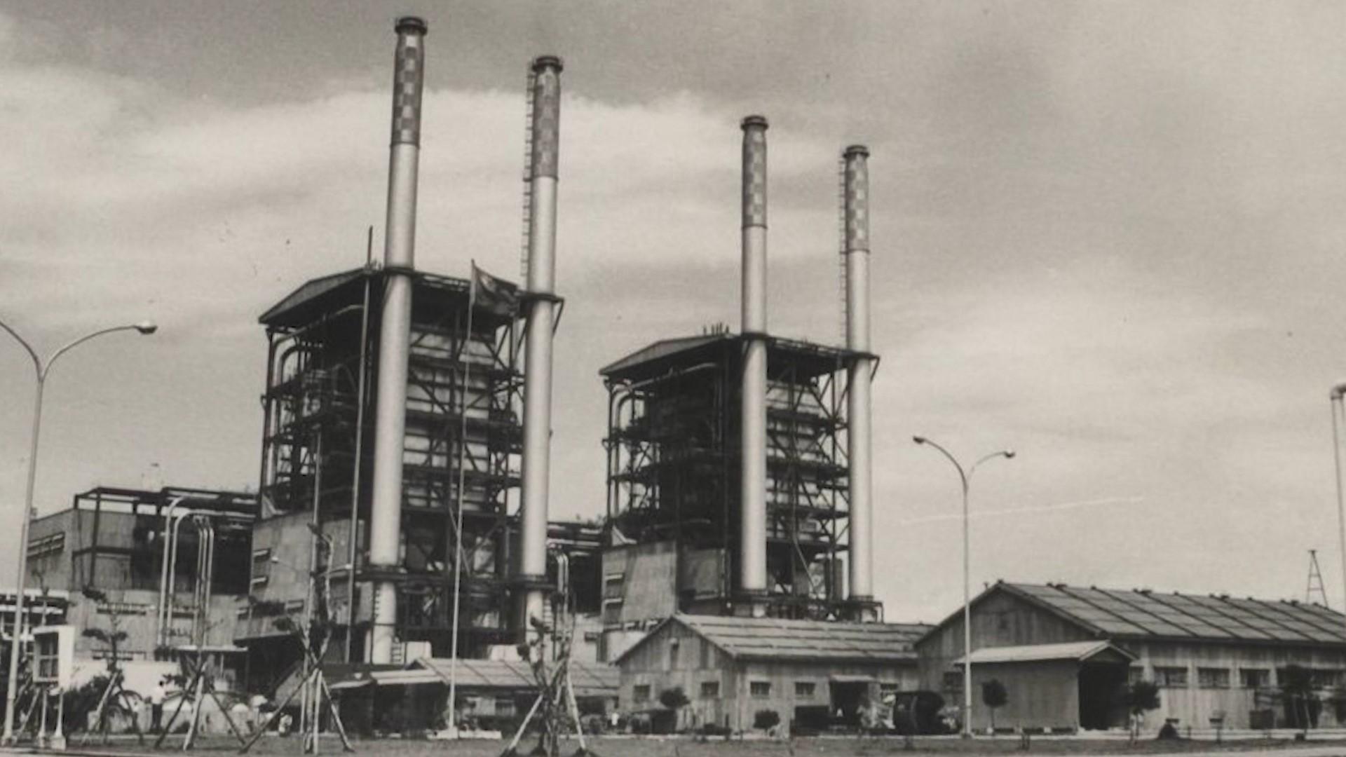 高雄港:大林發電廠於1969年第一號蒸氣機組正式商轉。1970年併聯第二號蒸氣機組供電。