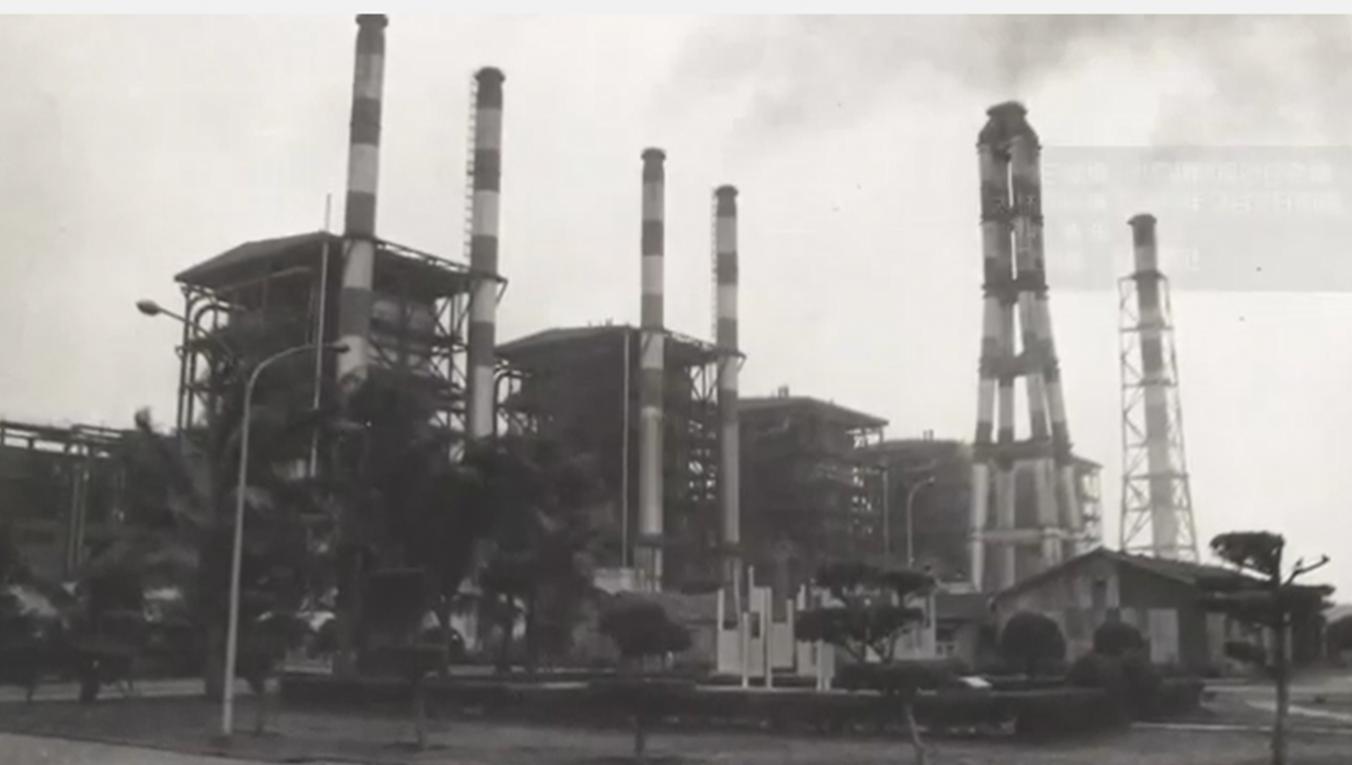 高雄港:大林電廠自1974-1975年間第3、4、5號機組分別正式商轉。此時大林電廠第1到第5機組的總裝置容量為185萬千瓩
