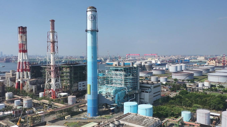 高雄港:大林電廠於1994年,第六號蒸氣機組正式商轉(容量55萬瓩)