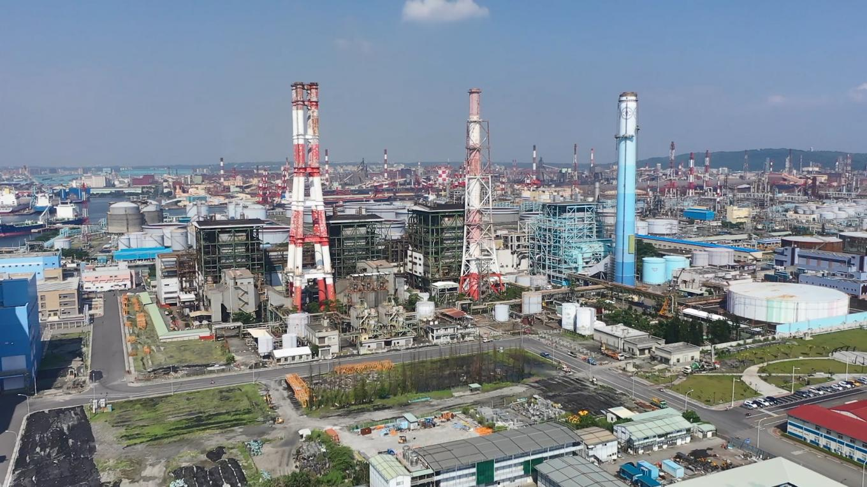 高雄港:1976年改制為「高雄煉油廠–大林埔分廠」用以供給「林園石油化學中心」,以及「台電大林發電廠」發電機組所需之燃油。