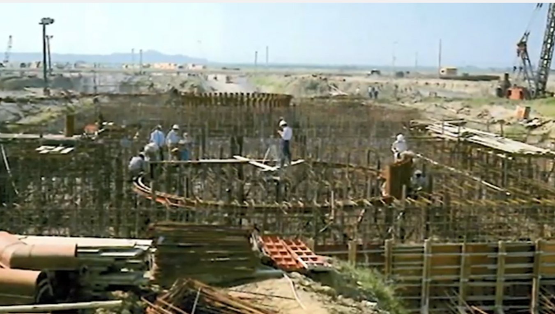 高雄港:榮工處施作中鋼廠房