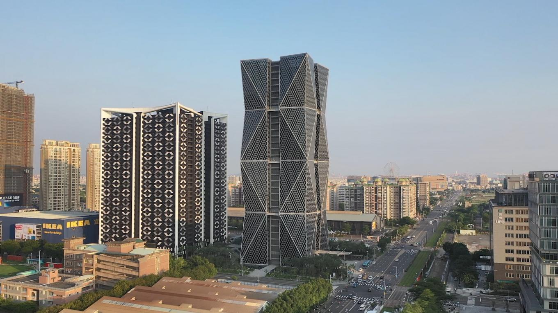 高雄港:中鋼集團總部大樓  1977年轉國營企業,1995年再度轉為民營