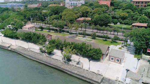 淡水港:淡水(滬尾)海關碼頭在台湾近代史上一直扮演著重要地位:主要進口為鴉片及紡織品,主要出口為茶、蔗糖、樟腦。