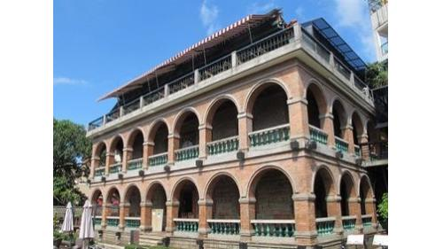 淡水港:淡水紅樓由開設洋行致富的船商李貽和興建於1895年,於1899年日治時代落成
