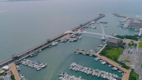 淡水港:1978年開工1987年營運之淡水漁人碼頭第二漁港。