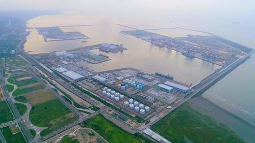 淡水港:1993年臺北港工程開工,位於新北市八里區的一個國際商港,定位為基隆港的輔助港,取代原淡水港之功能。貨櫃碼頭是由台北港貨櫃碼頭公司於2003年8月28日與政府簽訂50年經營權的BOT案。