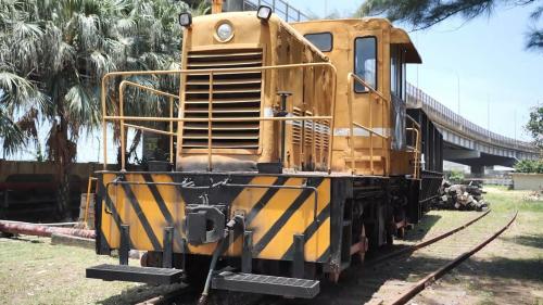 林口電廠內保存之桃林鐵路舊火車頭:隨著燃煤改於台北港卸煤再經公路運送,2012 年 12 月 31日桃林鐵路停駛。