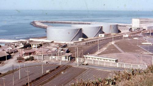 林口電廠昔日的儲油槽:中油輸送過來的油儲存在廠房西側,用以供給舊林一、二機運轉所需。隨著1978年舊林一機全力燃煤運轉,1985年舊林二機停機改裝成燃煤後,林口電廠不再燃油運轉,儲油槽遂改為儲水槽。