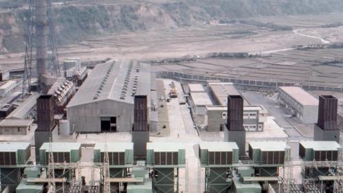 林口電廠氣渦輪發電機組:氣渦輪發電機,第 1 至第 4 部機組,分別於 1975 年 6 月至1976年 4 月陸續完成、併聯發電。
