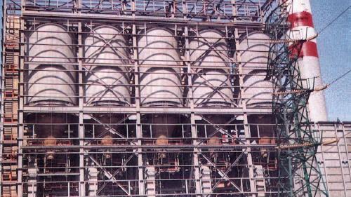 林口電廠日用煤倉與鋼架完成:由於1973 年至 1979 年間的兩次石油危機, 1978 年起,舊林一機開始全力燃煤運轉。舊林二機也於1985年正式停機,進行改裝成燃煤機的工程。並增設相關之日用煤倉