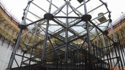 林口電廠興建筒式煤倉的壁體建置階段(以液壓爬模方式)