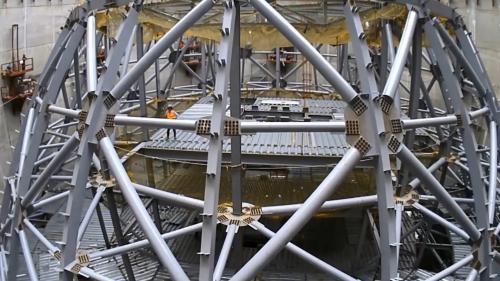 林口電廠擴建中的筒式煤倉倉頂鋼構吊升