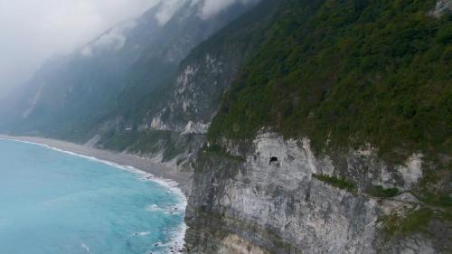 花蓮港:蘇花公路沿路的險峻峭壁及壯麗的太平洋海岸線