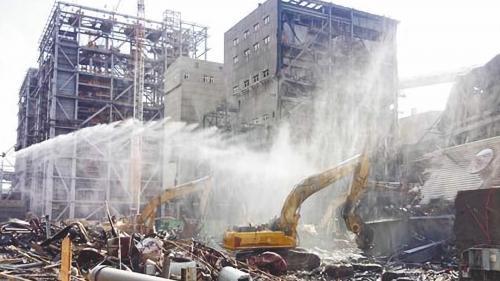 林口電廠舊林一機及舊林二機拆除畫面:舊林一機及舊林二機於2014年12月拆除完畢。