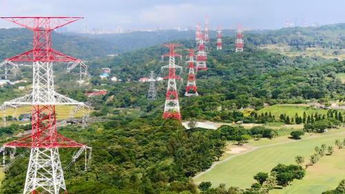 林口電廠沿線的高壓鐵塔