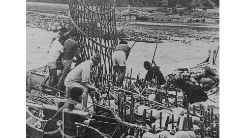 瑠公圳攔河堰漏斗形竹蛇籠,平放于豎立之竹蛇籠下方作護坡