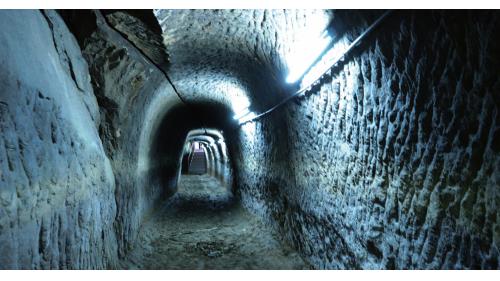瑠公圳引水石硿留下的遺跡
