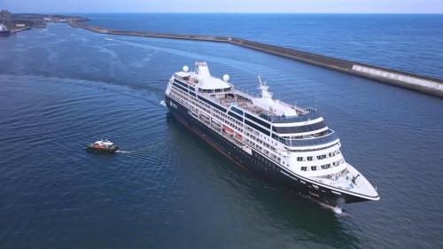 花蓮港:花蓮外港船隻出港