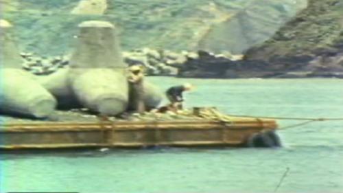 蘇澳港碎波堤及防波堤施工-拖放消波塊