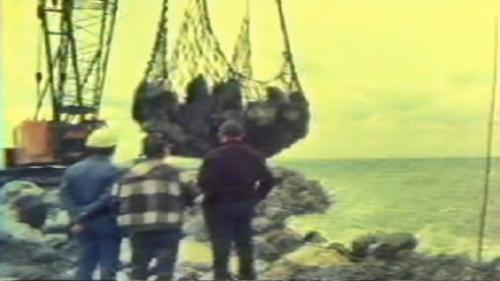 蘇澳港碎波堤及防波堤施工-投放消波塊