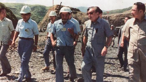 1976年蔣經國院長視察蘇澳港:1976年時任行政院長蔣經國先生,特地前往工地現場瞭解進度。