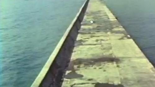 1980年12月完工後的蘇澳港南堤:1980年12月2日,南堤的最後一座沉箱完成安放,整體工程比原訂的完工時間提早了一年多。