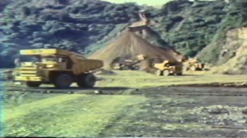 蘇澳港海埔新生地移山填海式的建造施工中