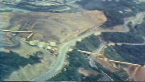 蘇澳港海埔新生地移山填海式的建造施工中:空中鳥瞰1040公尺之輸送帶。