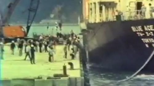 1976年11月19日駛進蘇澳港的萬噸級貨輪