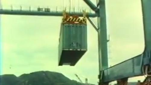 蘇澳港6號碼頭的35噸起重機:1982年10月,蘇澳港的6號碼頭順利安裝了一部35噸起重機。