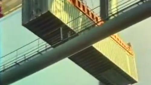 蘇澳港6號碼頭的35噸起重機:1982年10月,蘇澳港的6號碼頭,能停泊8萬噸級以下巨輪,除裝卸貨櫃外,也裝卸各類散裝貨物,又稱為「多用途碼頭」。