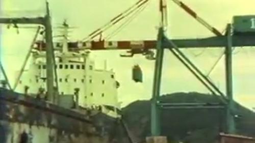 蘇澳港6號碼頭的35噸起重機:蘇澳港成為了一個完善的國際港灣。