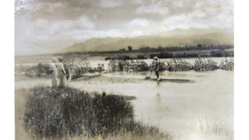 鳥山頭水庫>早期的嘉南平原:1917年日本工程師八田與一,向台灣總督府提出「官佃溪埤圳計劃」,但遭大藏省以所需經費過於龐大駁回。