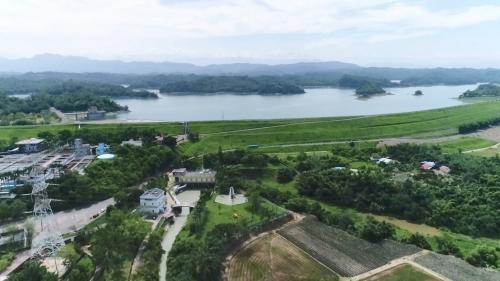 烏山頭水庫:烏山頭水庫主要由日本的水利工程師八田與一規劃及大成建設興建完成。興建的最主要目的為嘉南平原的農作溉灌。