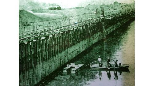 烏山頭水庫:烏山頭大壩堰堤中心混凝土下游的貯水池
