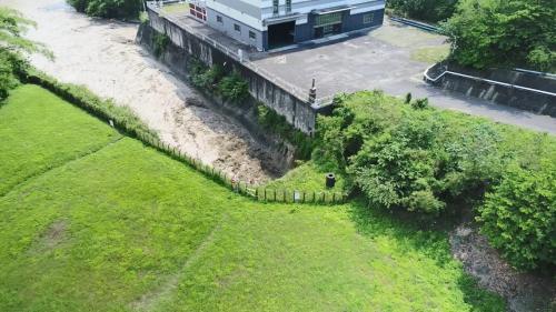 烏山頭水庫:烏山嶺隧道西口天井豎坑引水道出口