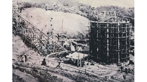 烏山頭水庫舊進水塔:烏山頭水庫1930年建造完成之舊送水口,其主要設施有進水塔、壓力隧道、二座大型蝴蝶閥與二條直徑9呎送水鋼管聯結,貫穿壩底,長度為26.3m。