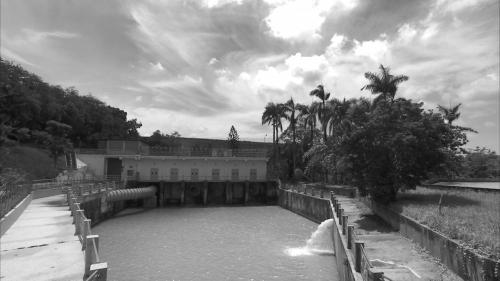 烏山頭水庫舊放水口:八田與一之妻外代樹夫人,在八田因公赴菲律賓出差而殉職後,在此殉情,留下一個淒美的愛情故事。