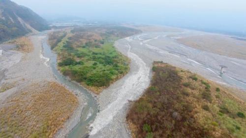 獅子頭圳的水源荖濃溪上空鳥瞰