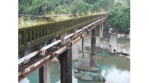 舊龜山電廠:從龜山 壩透過引水溝渠及隧道,將水引導到電廠。