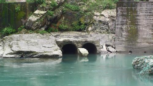 舊龜山電廠引水隧道口兩個倒虹吸管入口