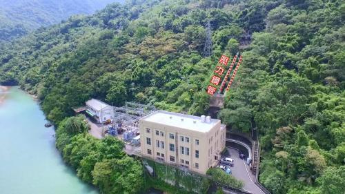 桂山電廠壓力鋼管:桂山電廠壓力鋼管共 2 支,每支各長 59.19 公尺,內徑 2.3 公尺 。